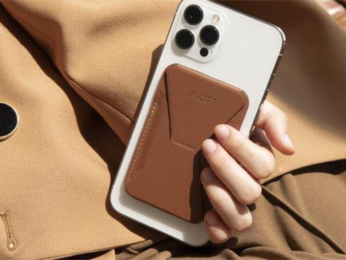 MOFT Snap-on - Stand và ví Magsafe cho iPhone 12